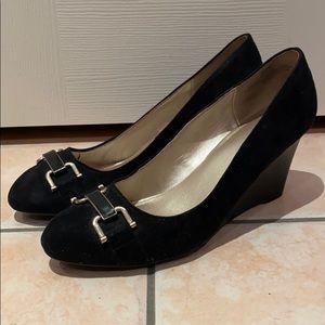 ✨Host Pick✨Bandolino Black Suede Wedge Heels